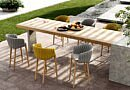 Ultimate Grey en Illuminating Yellow op het terras